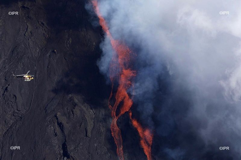 Eruption of the PIton de La Fournaise this 11.06.2019 - Photo rb / www.ipreunion.com