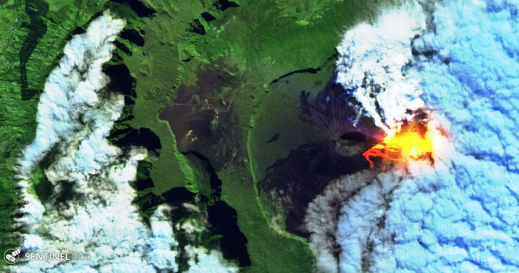 Piton de La Fournaise - the eruptive site and cracks, seen by Sentinel 2 bands 12,11,4 this 11.06.2019