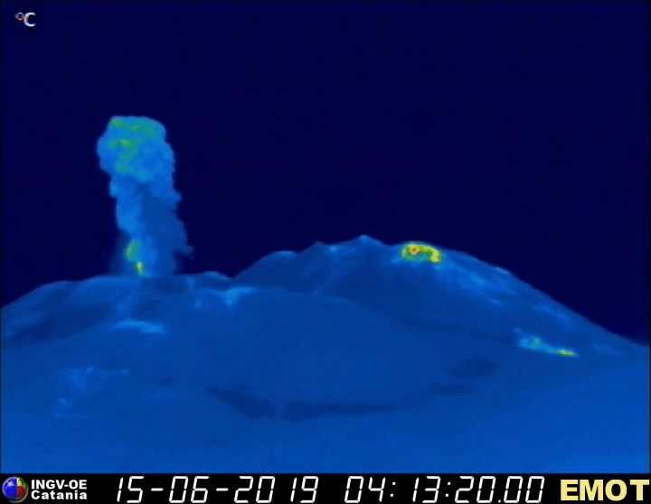 Etna Voragine - 15.06.2019 / 4:13 UTC - thermal webcam of La Montagnola / INGV