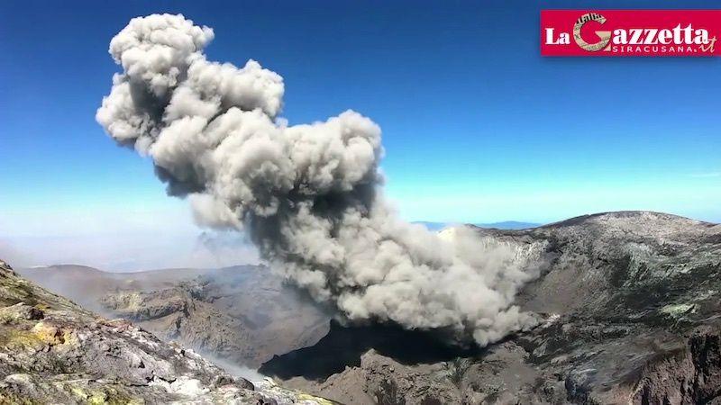 Etna Voragine - émission de cendres du 14.06.2019 - image de la vidéo / La Gazzetta