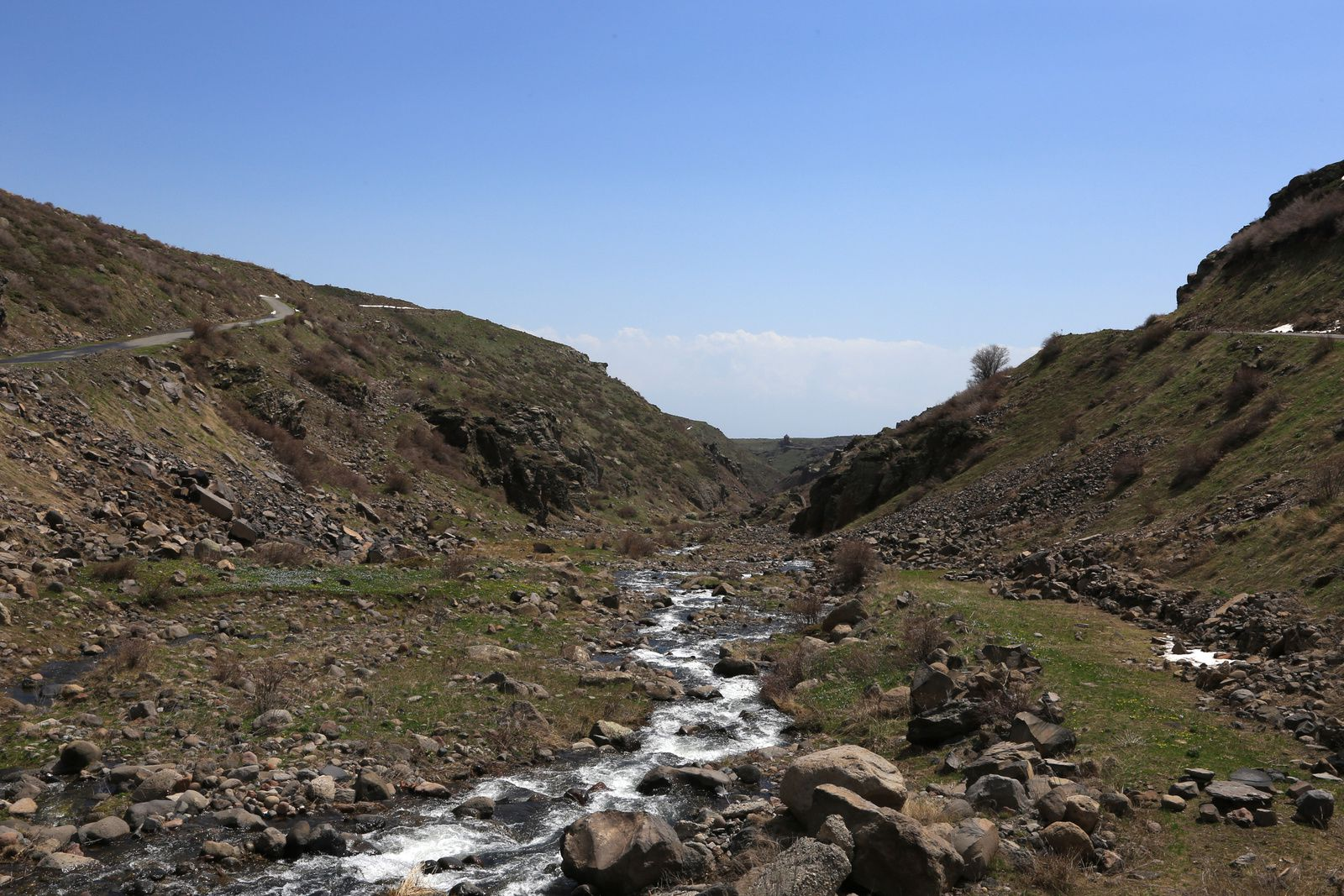 Armenia - climb to the Aragats - photos © Bernard Duyck 2019