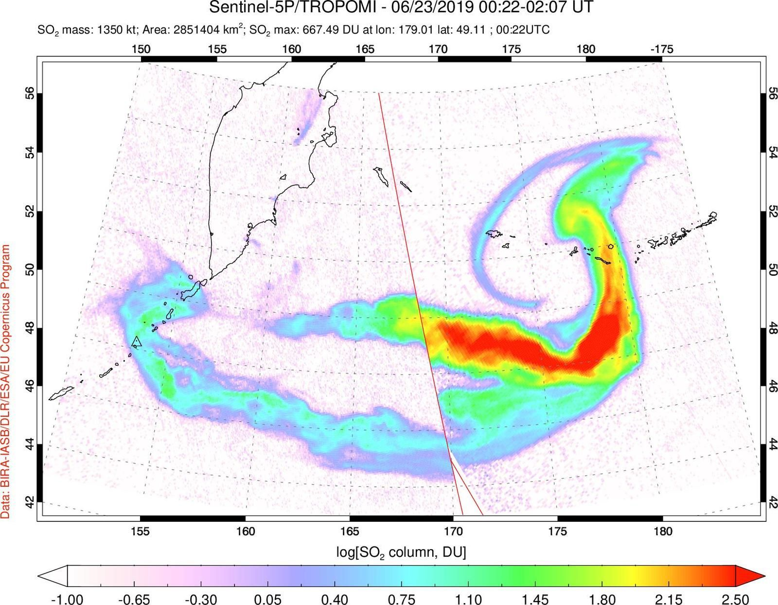 Raikoke  - le nuage de dioxyde de soufre, séparé du nuage de cendres, a tourbilonné sur le Pacifique Nord  - image Sentinel 5P / Tropomi du  23006.2019 /  00h22- 02h07 UT , via Simon Carn