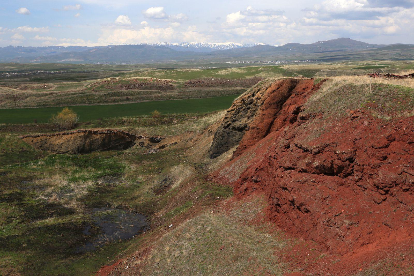 "Armenia - Aragats Volcano - Artik tuff quarries: ""red"" tuff - photo © Bernard Duyck 2019"