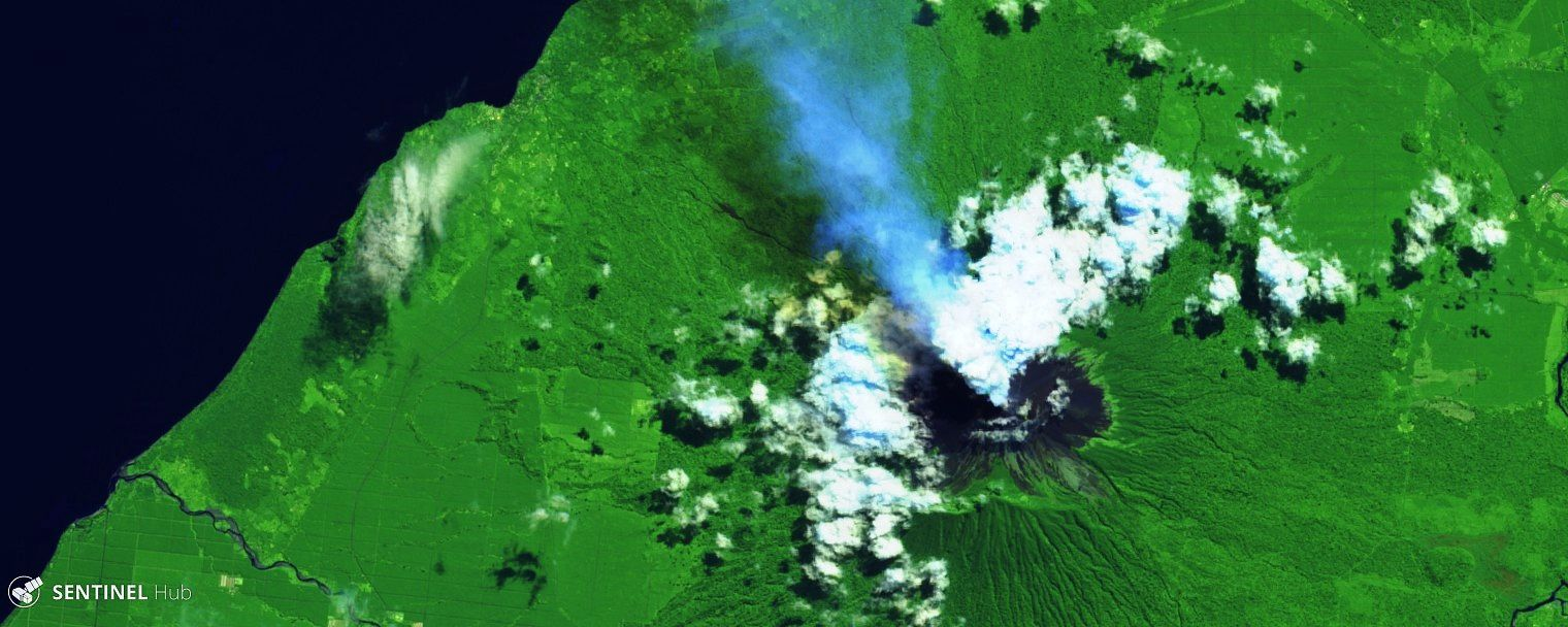Ulawun 25.06.2019 (before the eruption) - plume of gas and ash testifying to a rise in activity - image Sentinel 2 bands 12,11,4 - one click to enlarge