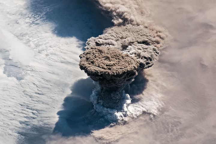 Raikoke - eruptive plume of 22.06.2019 - Doc.Nasa earth observatory / ISS 059e119250