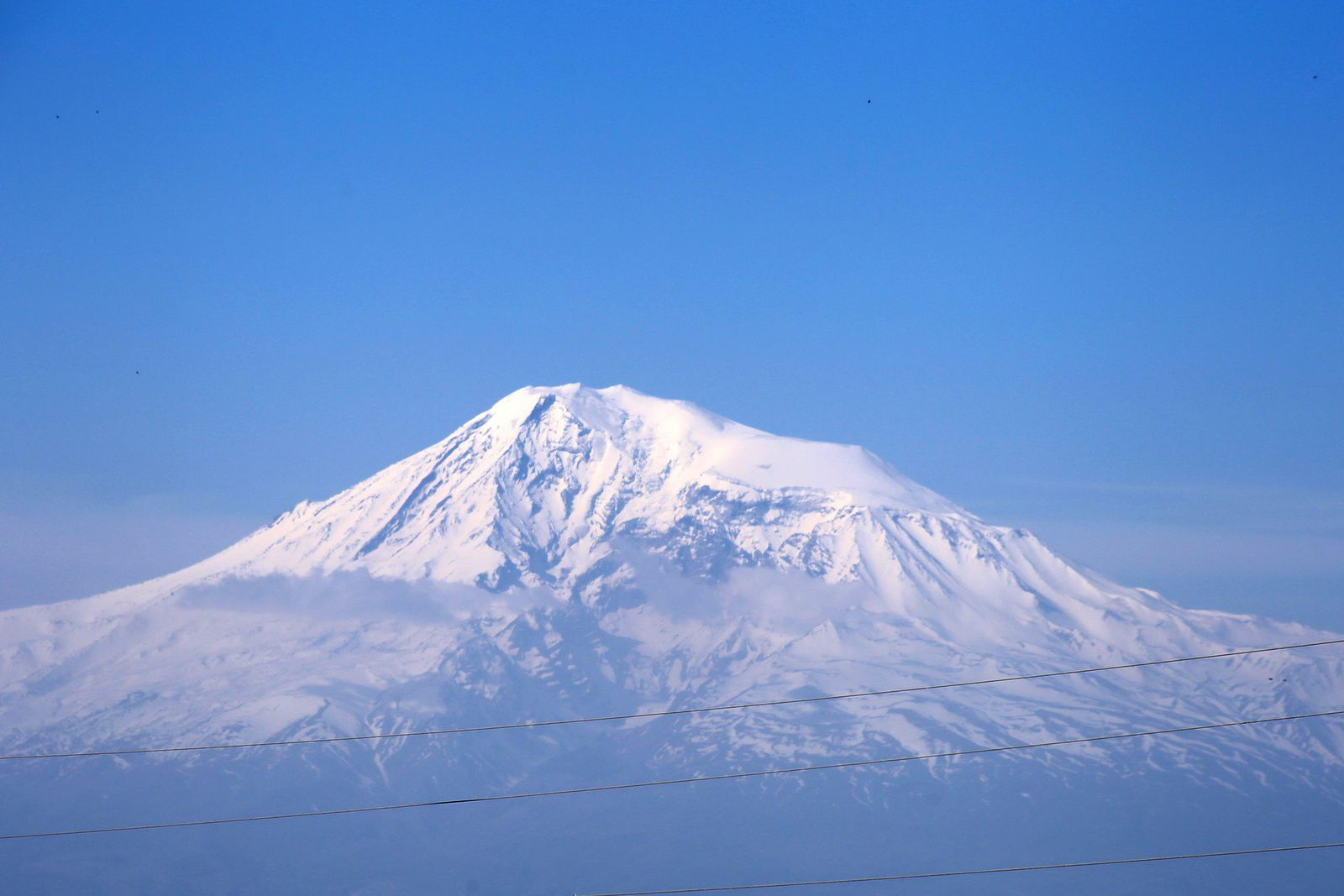 The summit of the Great Ararat in a heat haze - photo © Bernard Duyck 2019