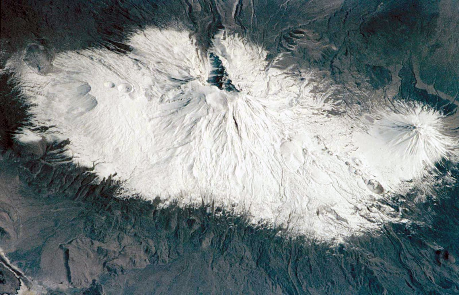 Ararat seen from the space shuttle in 2001 - Great Ararat, center - Lesser Ararat, right - photo Earth Sciences and Image Analysis Laboratory, NASA Johnson Space Center, 2001 in GVP