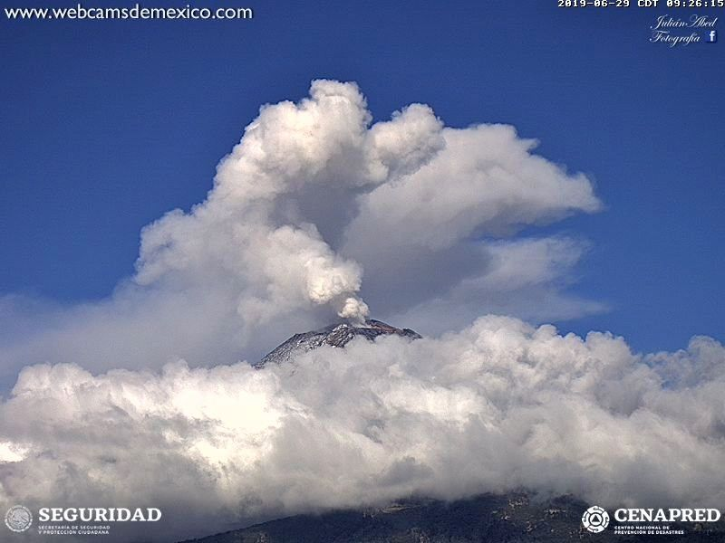 Popocatépetl - 29.06.2019 / respectively at 8h11 and 9h26 - doc.WebcamsdeMexico