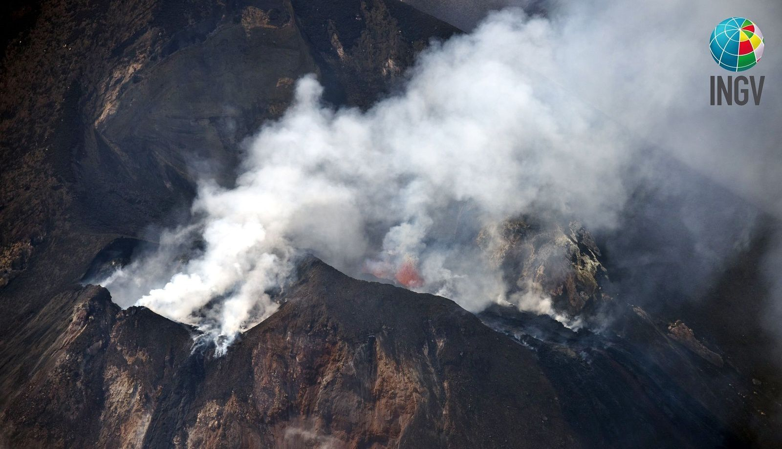 Stromboli - the top zone taken by s. Branca (INGV) in the morning of July 4 and the afternoon of July 5, 2019, the helicopter of the 2 nd air core of the Coast Guard of Catania. - Doc. INGV