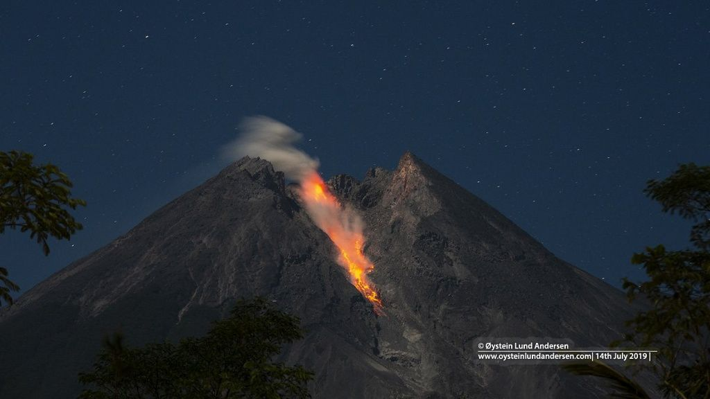 Merapi - avalanche of incandescent blocks on 14.07.2019 - photo Oystein Lund Andersen