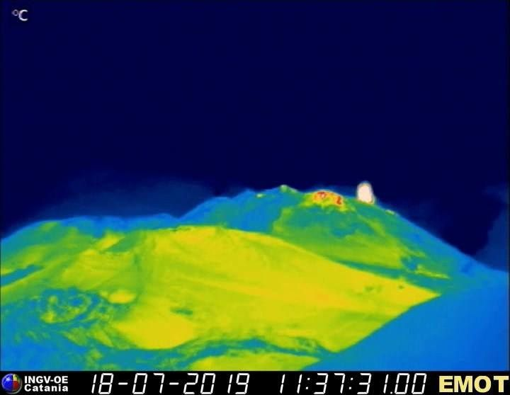 Etna - Strombolian activity on 18.07.2019, respectively at 01:33 / cam. therm. SQT and 11:37 / cam. therm. Montagnola - Doc. INGV OE