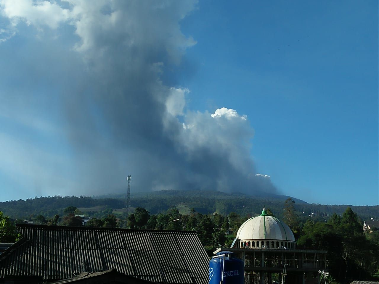 Tangkuban Perahu - eruptive plume - photo BNPB 26.07.2019