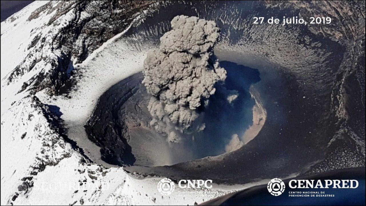 Popocatépetl - 27.07.2019 - disappearance of the dome # 83 and ash emission - photos Cenapred / CNPC