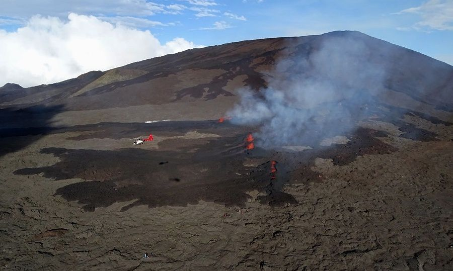 Piton de La Fournaise - the eruptive site around 16:30 local time. (© OVPF-IPGP, Imaz Press, 1st Réunion)