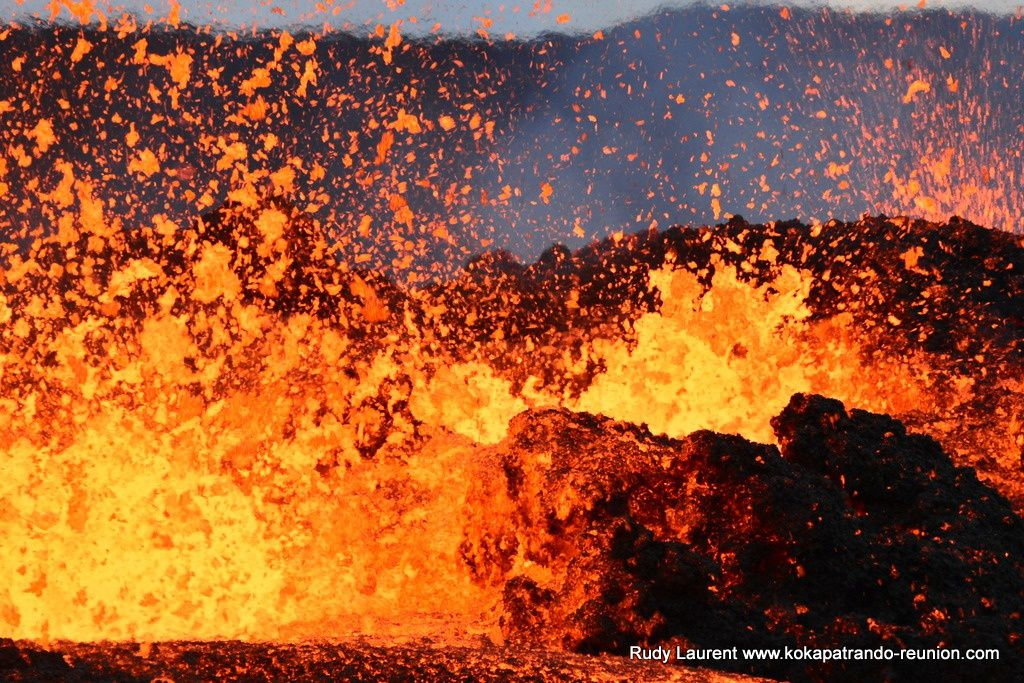 Piton de la Fournaise - active lava fountains this 29.07.2019 - photo Rudy Laurent / Kokapat-Rando - references in source