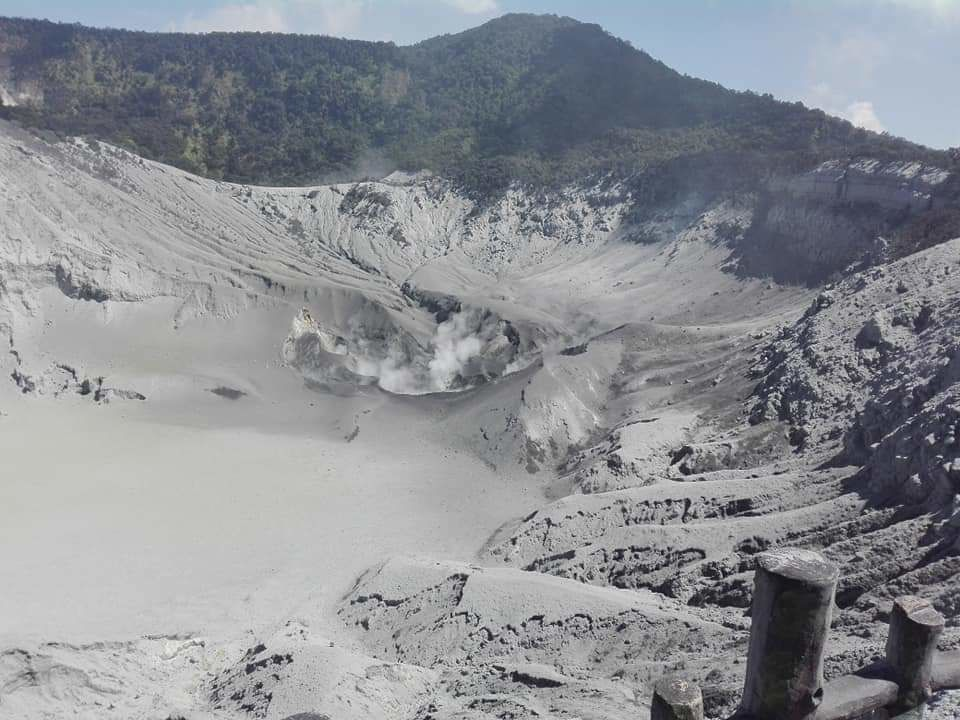 The state of Ratu crater of Mount Tangkuban Parahu on 28.07.2019, at 15:15 WIB. - photo BNPB