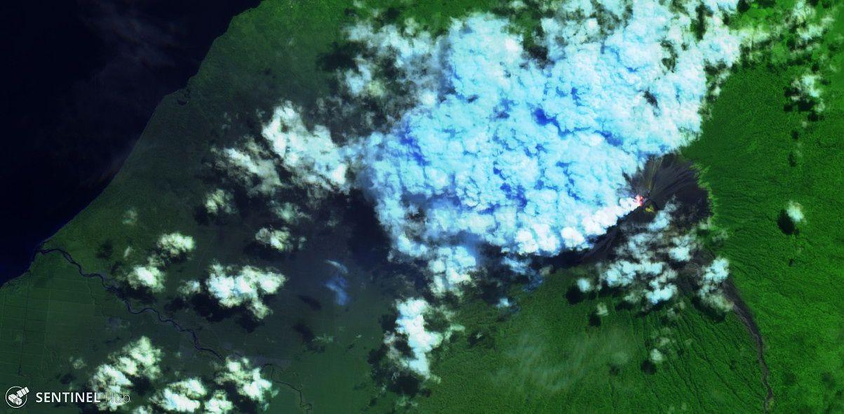 Ulawun - point chaud au sommet le 04.08.201 - image Sentinel-2 L1C image bands 12,11,4 - un clic pour agrandir