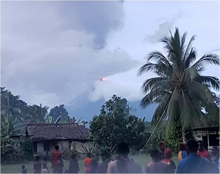 Ulawun - éruption du 03.08.2019 - photo Christopher Lagisa, via IICSV  / Twitter