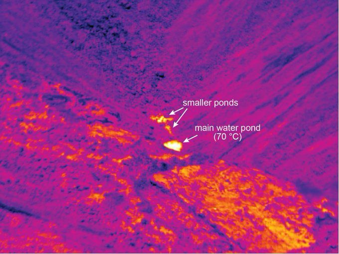 Kilauea - crater of the Halema'uma'u - location of the thermal photo in the white frame - temperatures read at the thermal camera at the level of the fumaroles and the pond - photo 06.08.2019 Hawai'i Volcanoes National Park && USGS