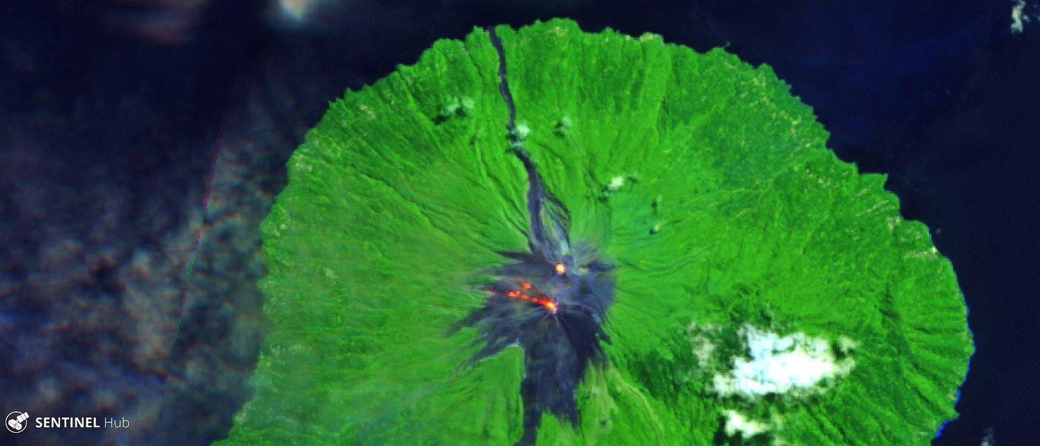 Karangetang - points chauds des cratères et des coulées de lave du cratère sud , le 07.08.2019 - image Sentinel-2 L1C image bands 12,11,4