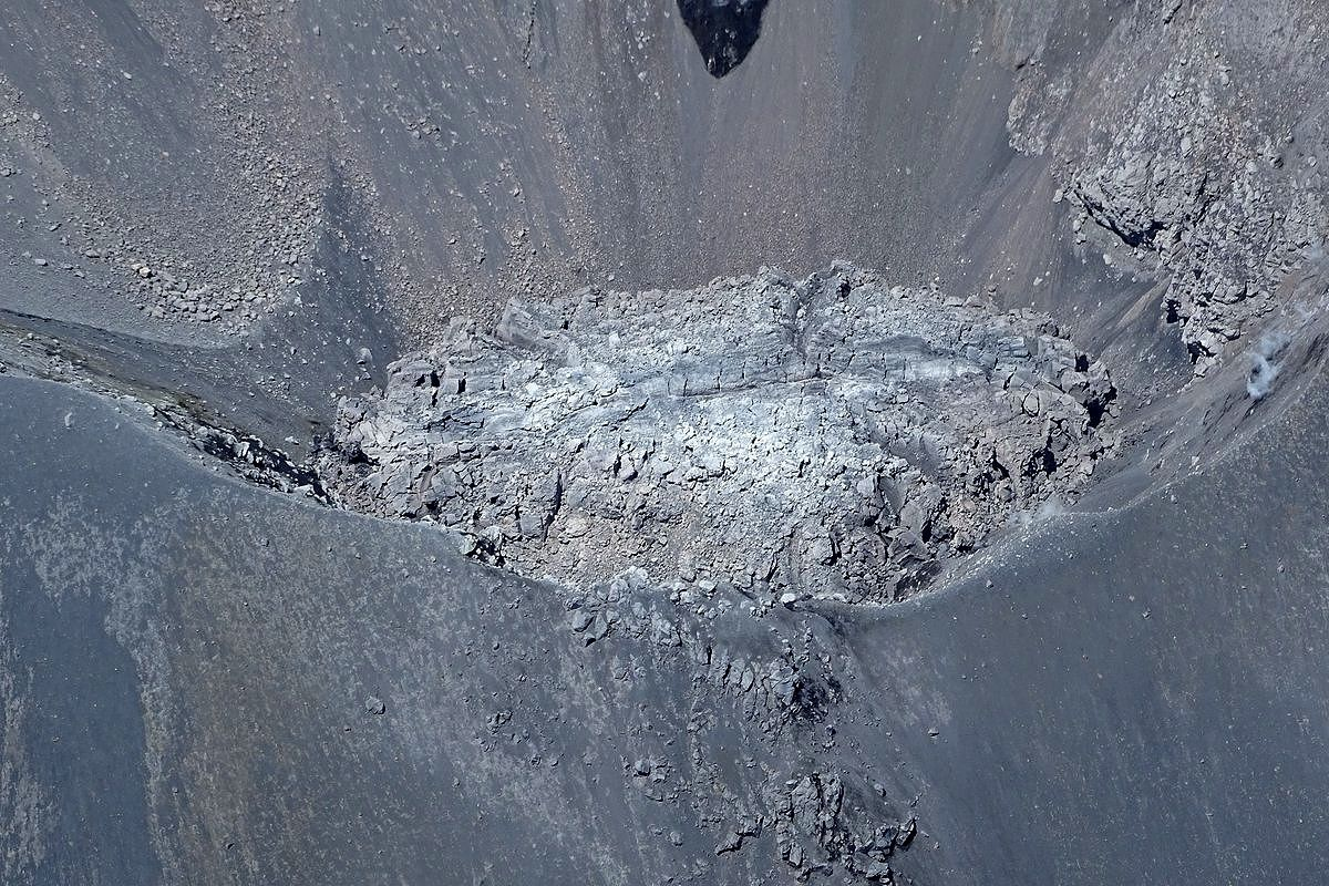Nevados de Chillan - dome in the crater Nicanor - Sernageomin archive