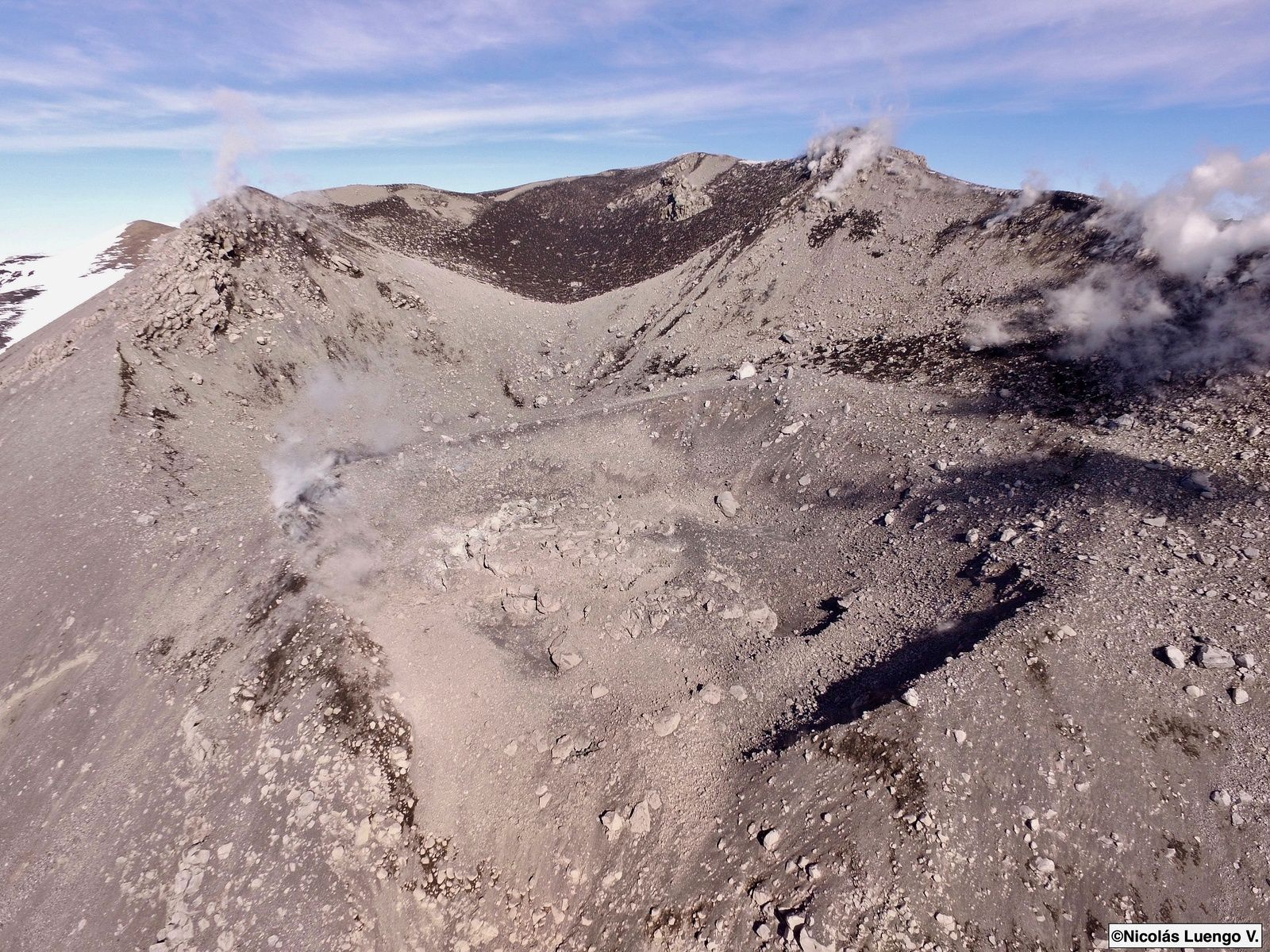 Nevados de Chillan - new appearance of the crater Nicanor and the upper flanks dotted with blocks - photos by drone of Nicolas Luengo / Volcanologia Chile 11.08.2019