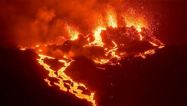Piton de La Fournaise - on the night of August 12 - photo Linfore