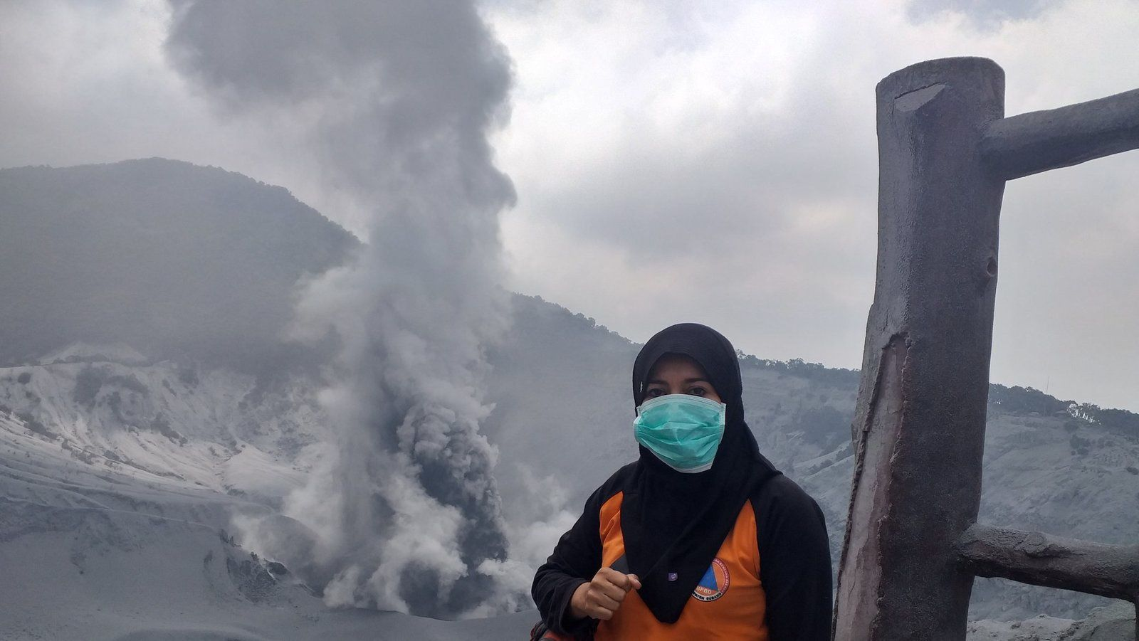 Tangkuban Parahu - 17.08.2019 - ash and gas plume - photo BPBD / Nyi Mas Sagara Manik