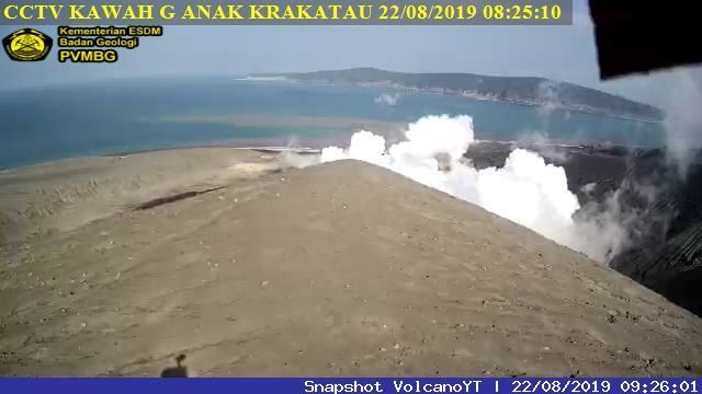 Anak Krakatau degassing this 22.08.2019, respectively at 6:19 am (before eruption) and 8:25 am WIB (after eruption) - webcam PVMBG