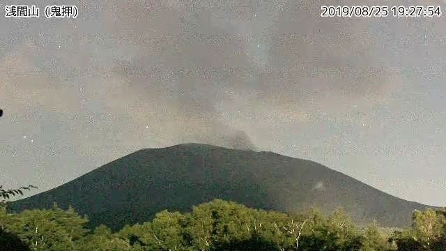 Asama  -  éruption mineure ce 25.08.2019 / 19h27 - webcam JMA, via HayakawaYukio