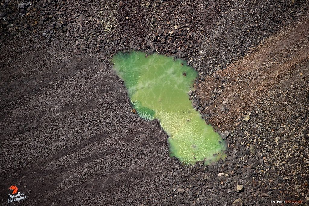 Kilauea Halema'uma'u - the small green pond and its steam emissions - photo Bruce Omori 21.08.2019 / 12h30