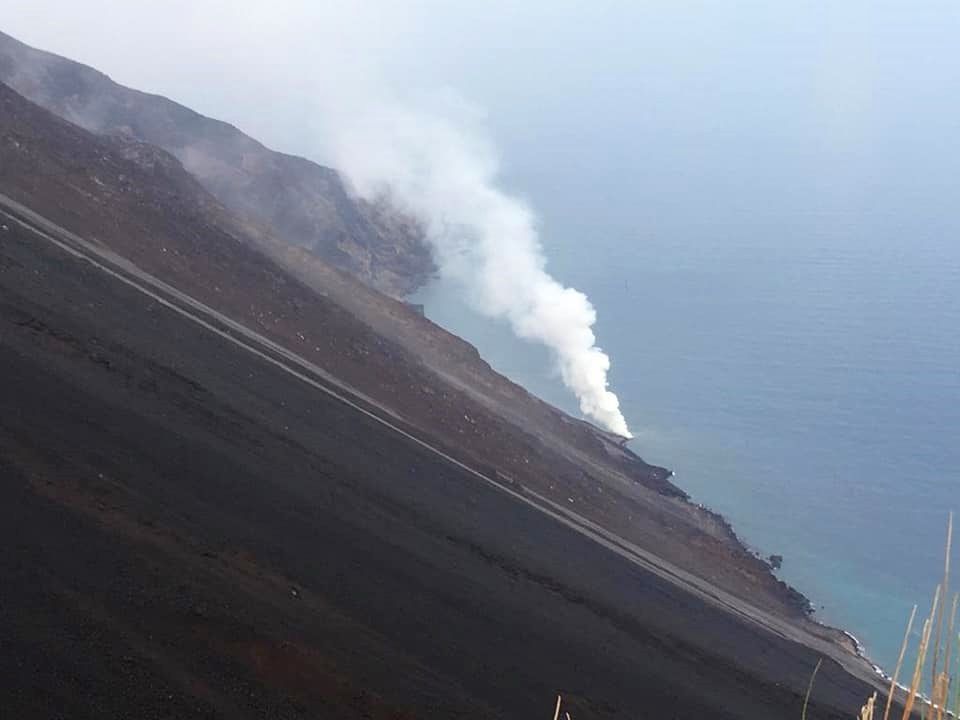 Stromboli - lava flow arriving at sea on 30.08.2019 - Photo of Alessandro La Spina, INGV, acquired during the surveillance and restoration activities.