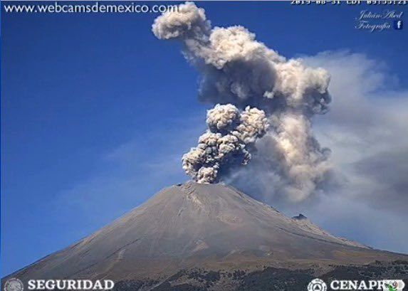 Popocatépetl - 31.08.2019 / 9h53 - exhalation with plume at 1,500 meters to the NNE - WebcamsdeMexico