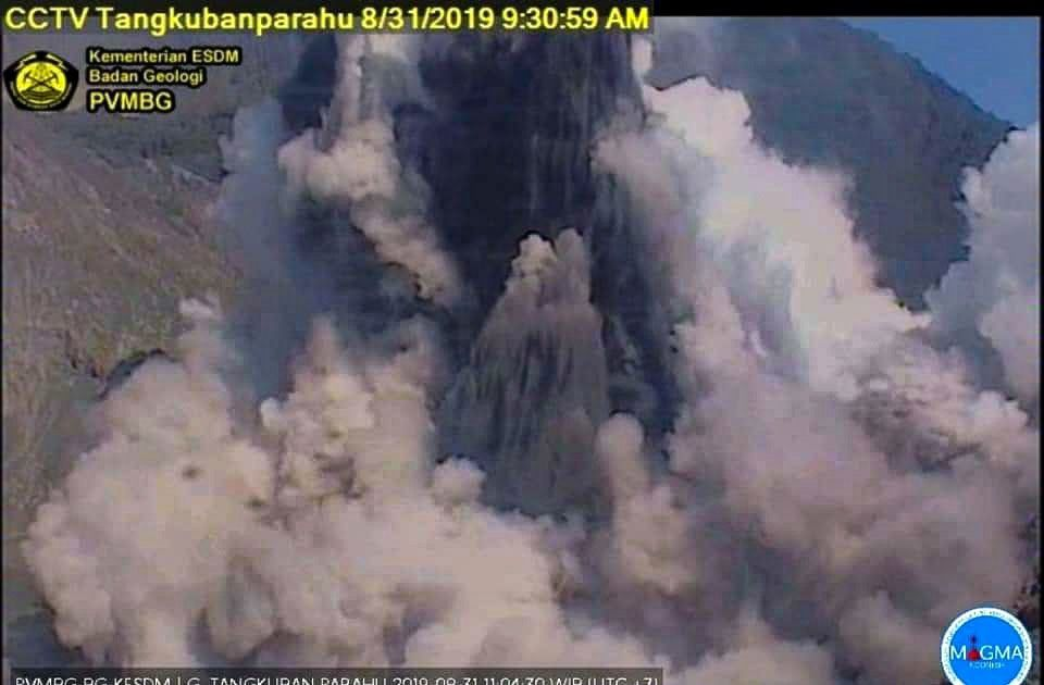Tangjuban Parahu - épisode phréatique du 31.08.2019 / 9h30 - webcam PVMBG