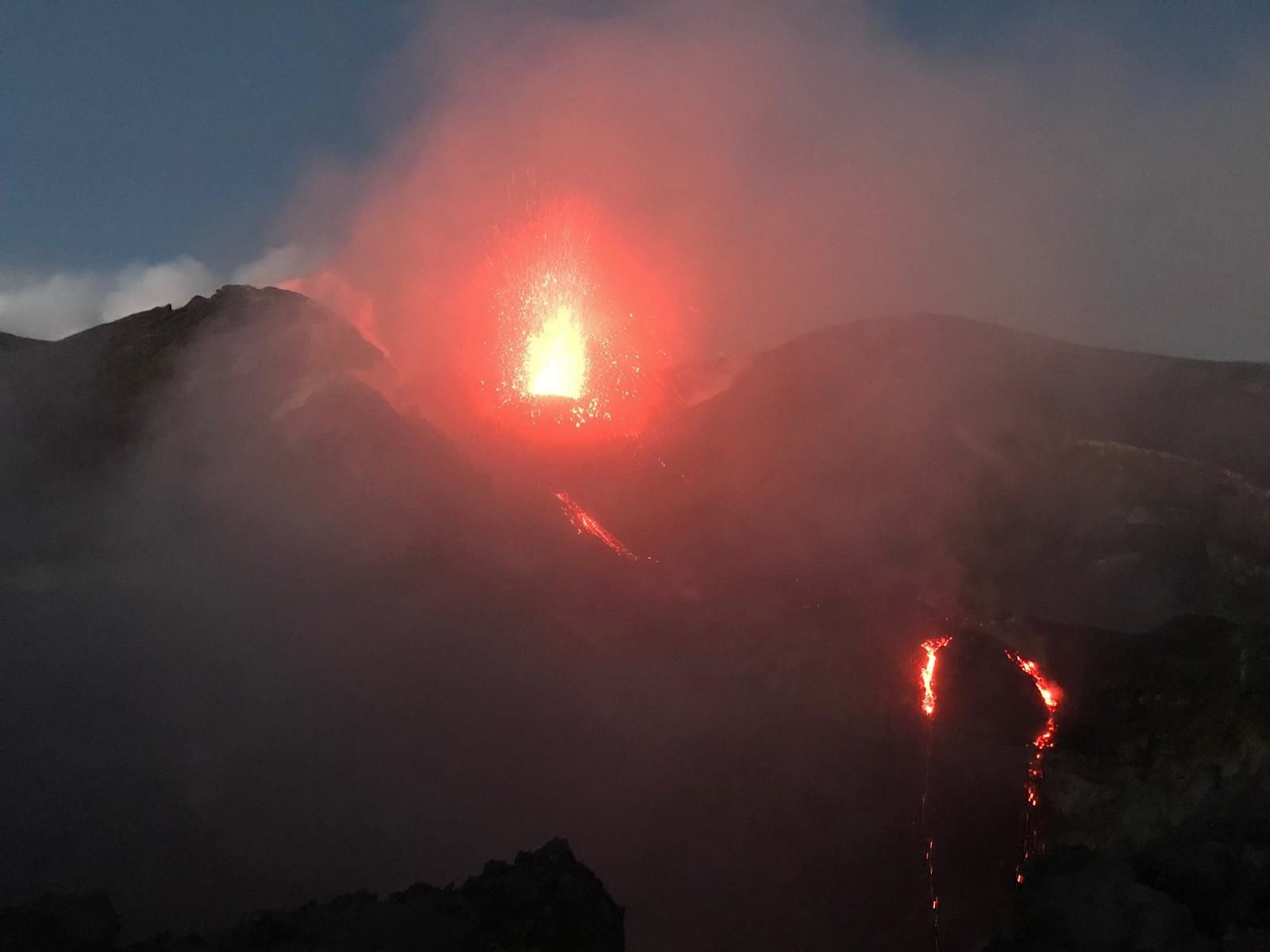 Etna - activity of the Voragine and casting towards the Bocca Nuova on 18.09.2019 -.Photos by volcanological guide Marco Tomasello, via Boris Behncke