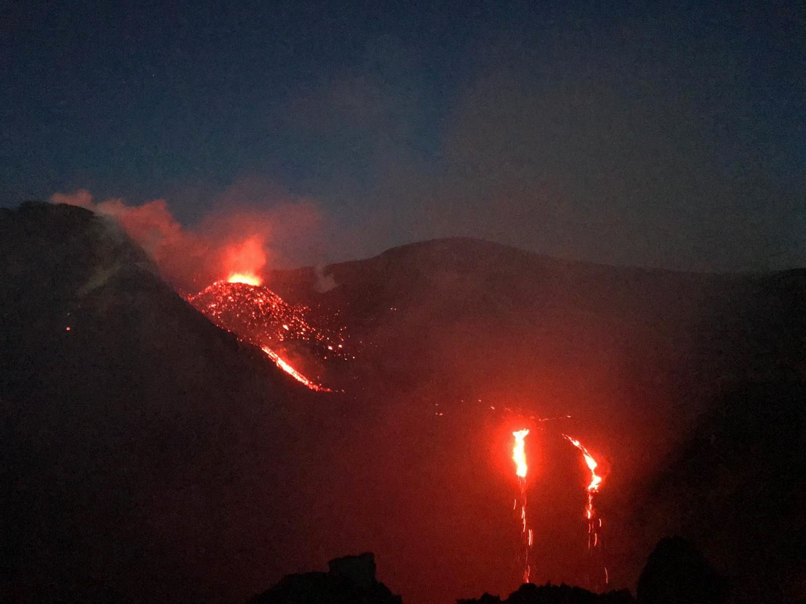 Etna - activity of the Voragine and lava flow towards the Bocca Nuova on 18.09.2019 -.Photos by volcanological guide Marco Tomasello, via Boris Behncke