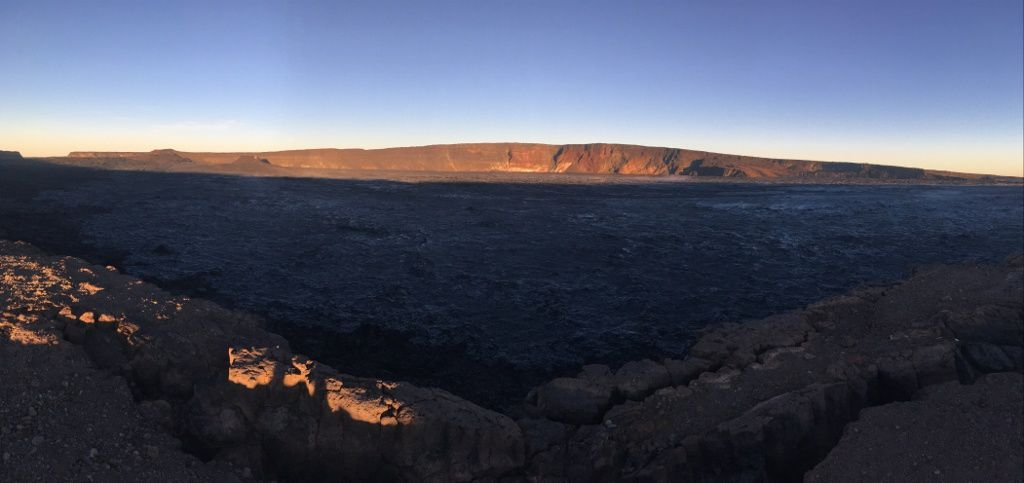 Mauna Loa - morning view over Moku'āweoweo, in the summit caldera of Mauna Loa - photo HVO 08.09.2019