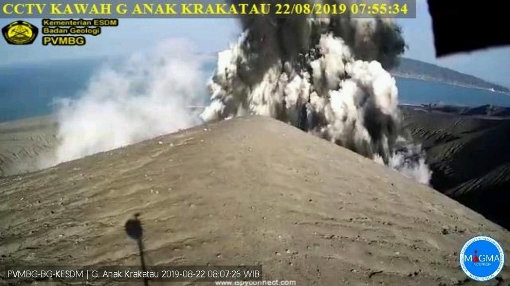 Anak Krakatau - Surtseyan eruption of the same type as that of 18.09 - webcam PVMBG archives 22.08.2019