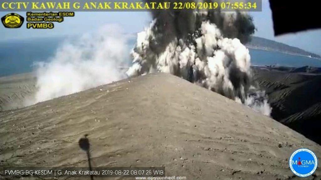 Anak Krakatau - éruption surtseyenne du même type que celle du 18.09 - webcam PVMBG archives 22.08.2019