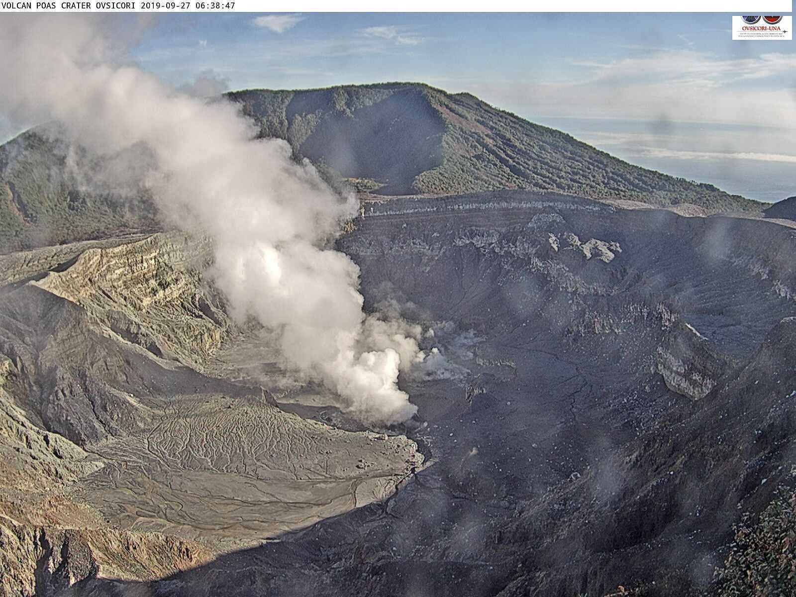 Poas - degassing loaded with aerosols from 27.09.2019, respectively at 6:38 am and 8:56 am -webcam Ovsicori