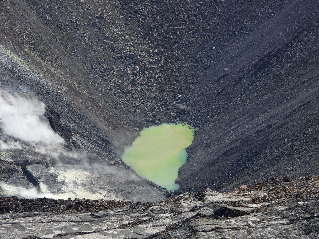 Kilauea - lac de cratère Halema'uma'u le 24.09.2019 - photo2019.09.24 Halema pond - USGS photo by M. Patrick / USGS