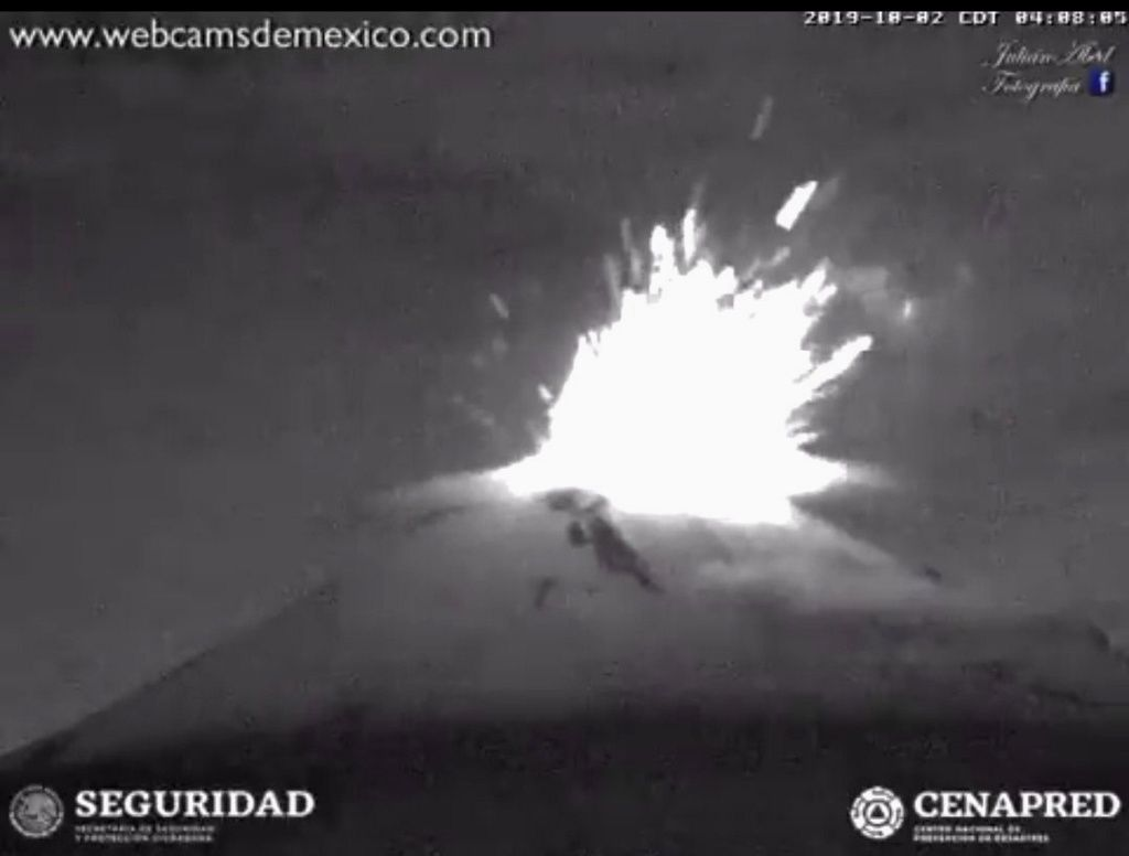 Popocatépetl - séquence explosive du 02.10.2019 / 04h08 - webcamsdeMexico / Cenapred