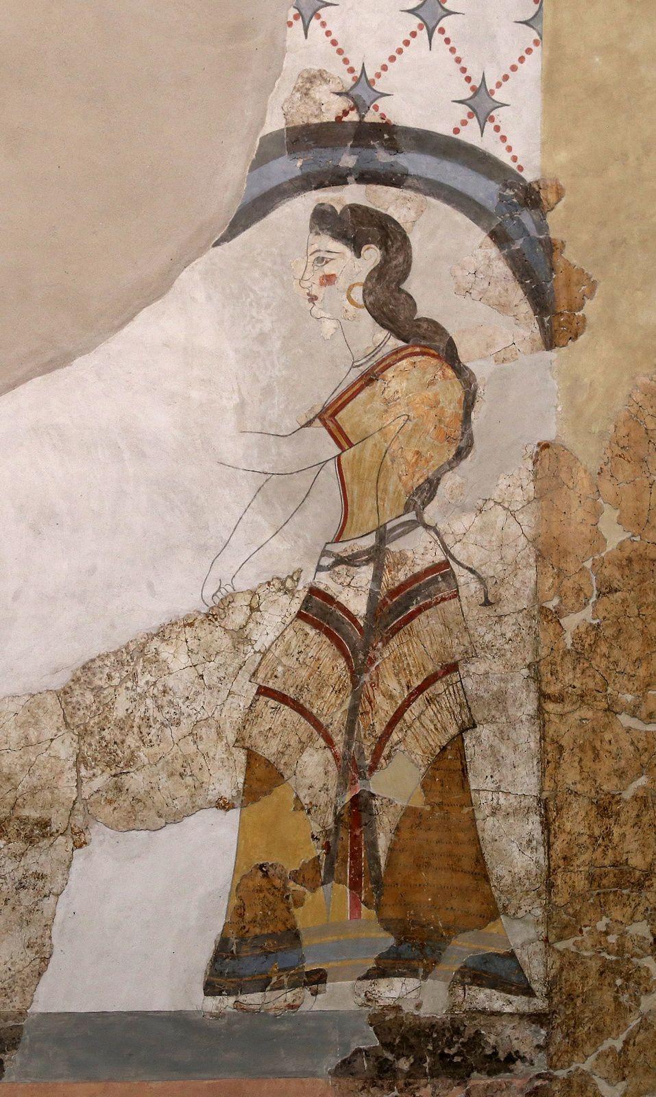 """Akrotiri - fresques de la Maison des dames - détail sur les vêtements d'une jeune femme, """"la dame aux Papyrus"""" - Musée de la préhistoire - - photo © Bernard Duyck 09."""