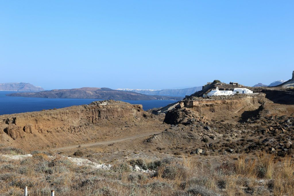 Santorini - Nea Kameni in the center of the caldera, view of the Akrotiri peninsula - photo © Bernard Duyck 09.2019