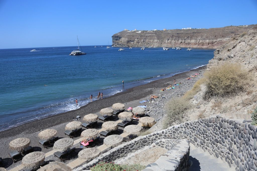 Santorini, Akrotiri peninsula - Black Beach, between Cape Mavros and Cape Vounia - photo © Bernard Duyck 09.2019