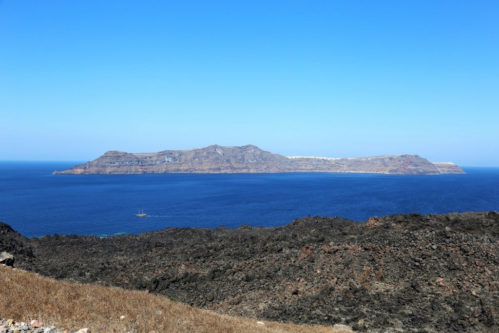 Santorini - Therasia, view from Nea Kameini in the center of the caldera - - photo © Bernard Duyck 09.2019