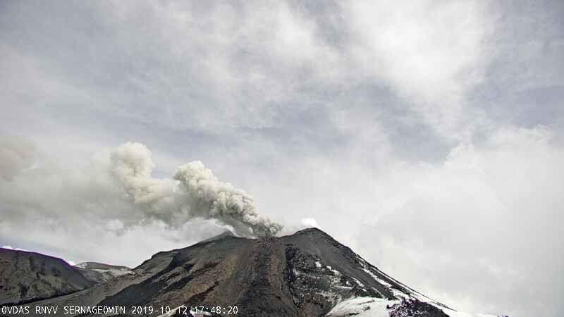 Nevados de Chillan - activité du 13.10.2019 / à 17h48 & 18h03 - webcam Sernageomin