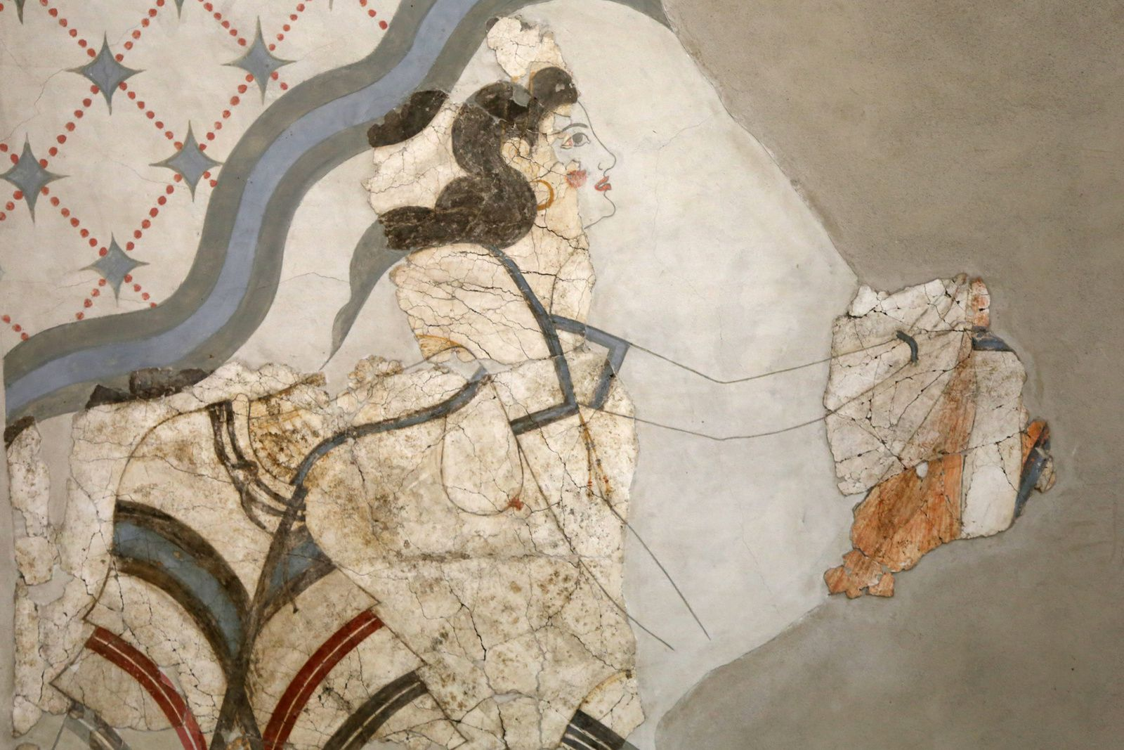 Akrotiri - frescoes of the House of the ladies - scene of offering to the mistress of house, or to the goddess - photo © Bernard Duyck 09.2019