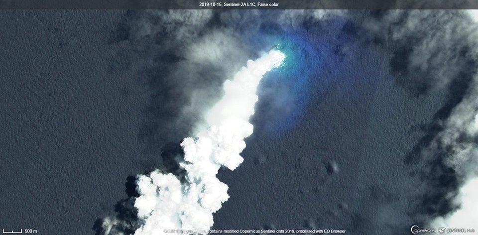 Le panache de vapeur et gaz de l'éruption du Metis Shoal vu par le satellite Sentinel-2A L1C / Copernicus le 15.10.2019 - un clic pour agrandir