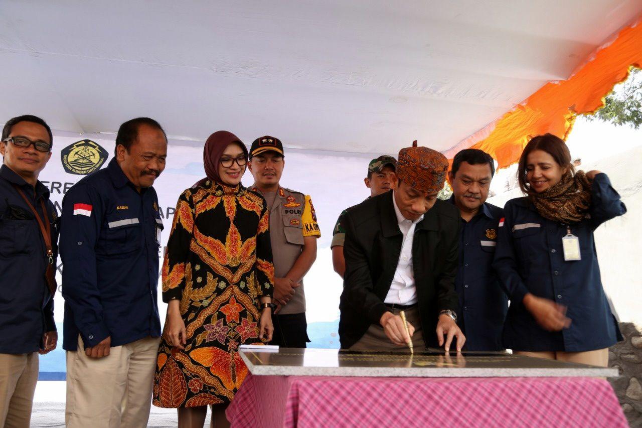 Bromo - inauguration du nouveau poste d'observation de Cemoro Lawang par les autorités - photo PVMBG